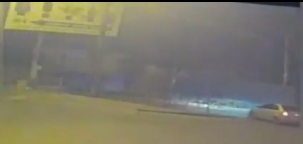 У правонарушителей правоохранители изъяли лестницу и разнообразные принадлежности/ скриншот из видео