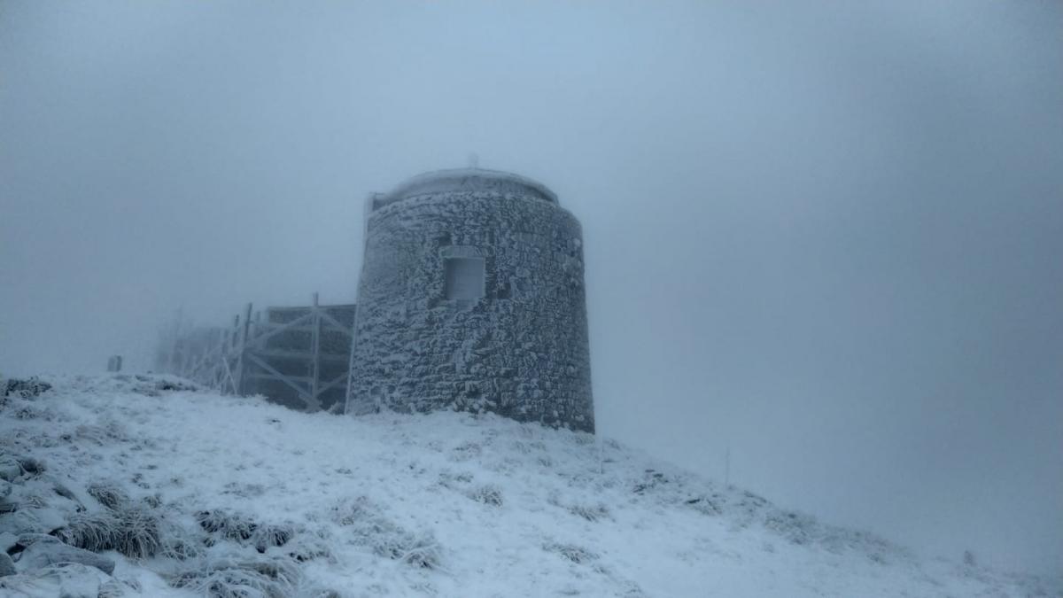На горі Піп Іван лежить сніг / Facebbok, Чорногірський гірський пошуково-рятувальний пост