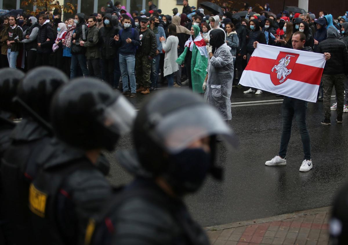 """Белорусы 29 ноября 2020 собираются на протестный """"Марш соседей"""" / фото REUTERS"""