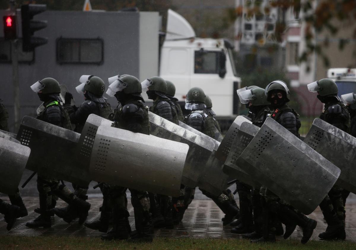 Белорусские силовики устраивают репрессии против мирных протестующих / фото REUTERS