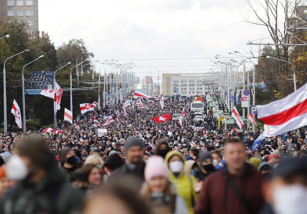 """У Мінську проходить протестний """"Партизанський марш"""" / REUTERS"""