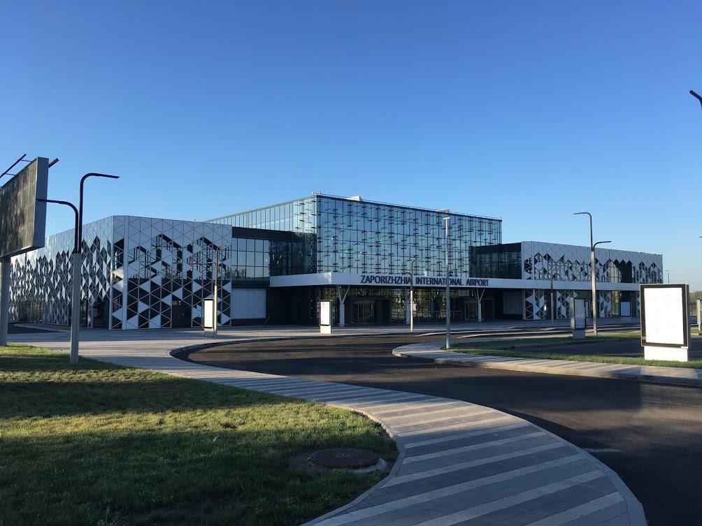 19 октября начал работу новый пассажирский терминал аэропорта Запорожья / фото Андрей Василюк