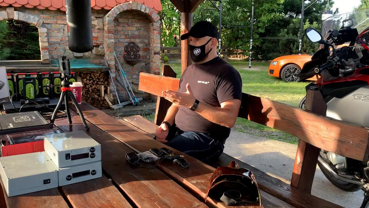 «Легенда» автомобільного світу ховає своє обличчя. Він продає «засоби захисту» автомобілів, які допомагають злодіям красти ваші машини