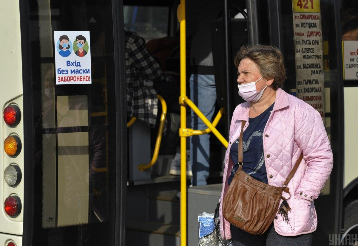 People not wearing masks or wearing them not properly will pay up to $9 in fines / Photo from UNIAN