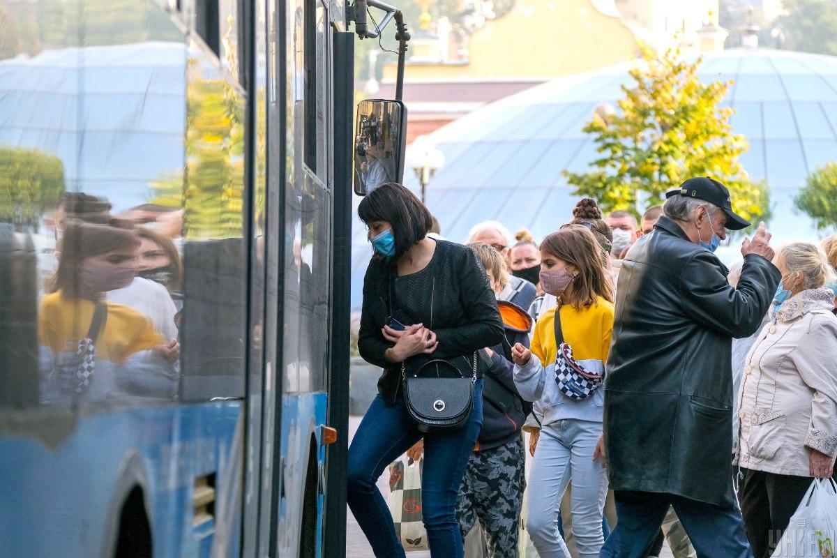 В Украине 27 октября утром число инфицированных коронавирусом поднялось до 355 601 / фото УНИАН