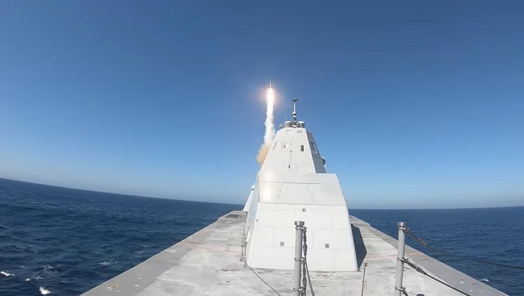 """""""Замволт"""" выпустил ракету/ Скриншот с видео"""