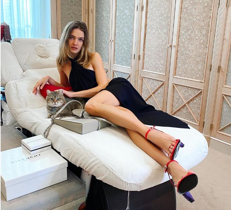 Водянова появилась в стильных туфлях, но это оценили не все / фото instagram.com/natasupernova