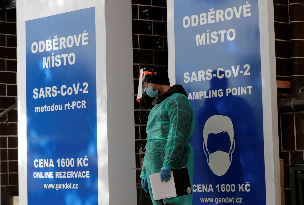 У Чехії зростає кількість хворих накоронавірус, що мутував \ фото REUTERS