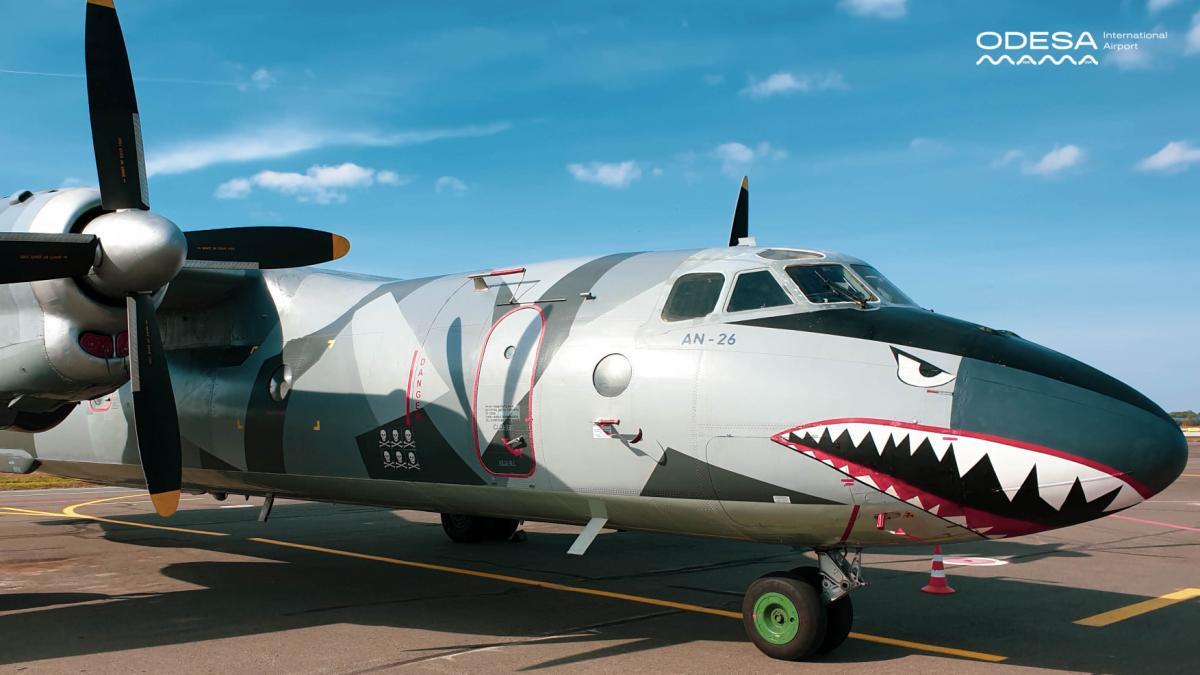 """Літак здійснює вантажні перевезення / прес-служба аеропорту """" Одеса"""""""