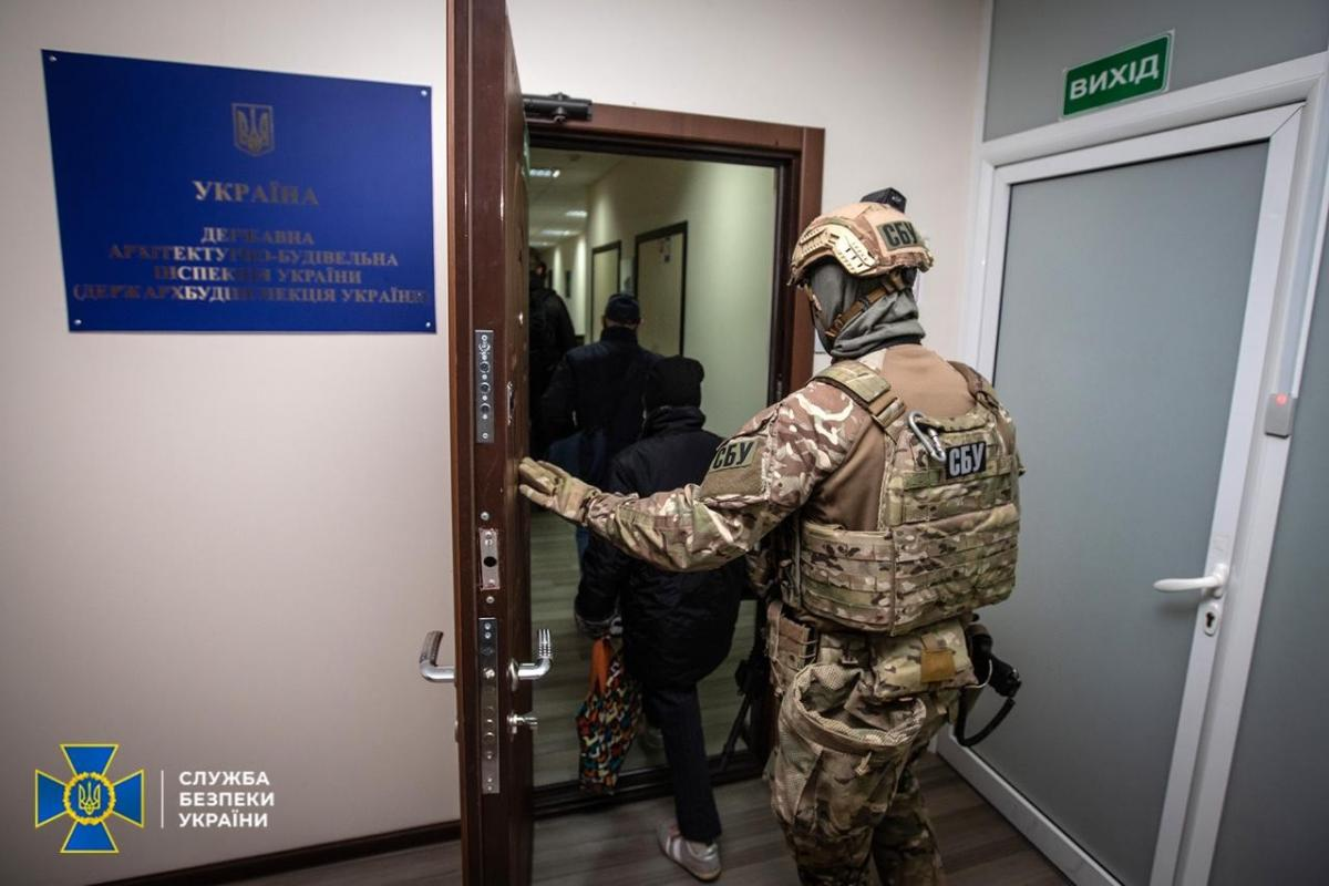 СБУ провела 50 обшуків у екс-чиновників ДАБІ/ фото СБУ