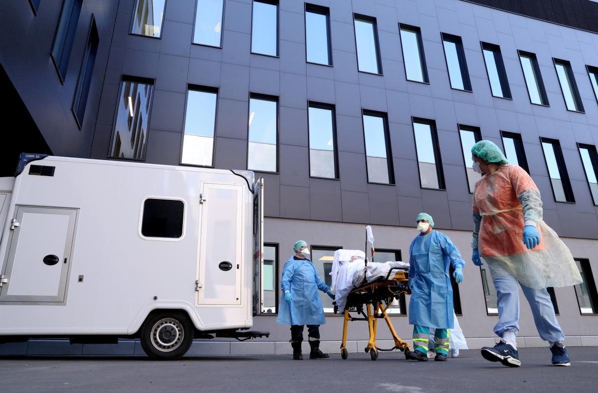 Наступні кілька місяців пандемії будуть дуже складними/ фото REUTERS