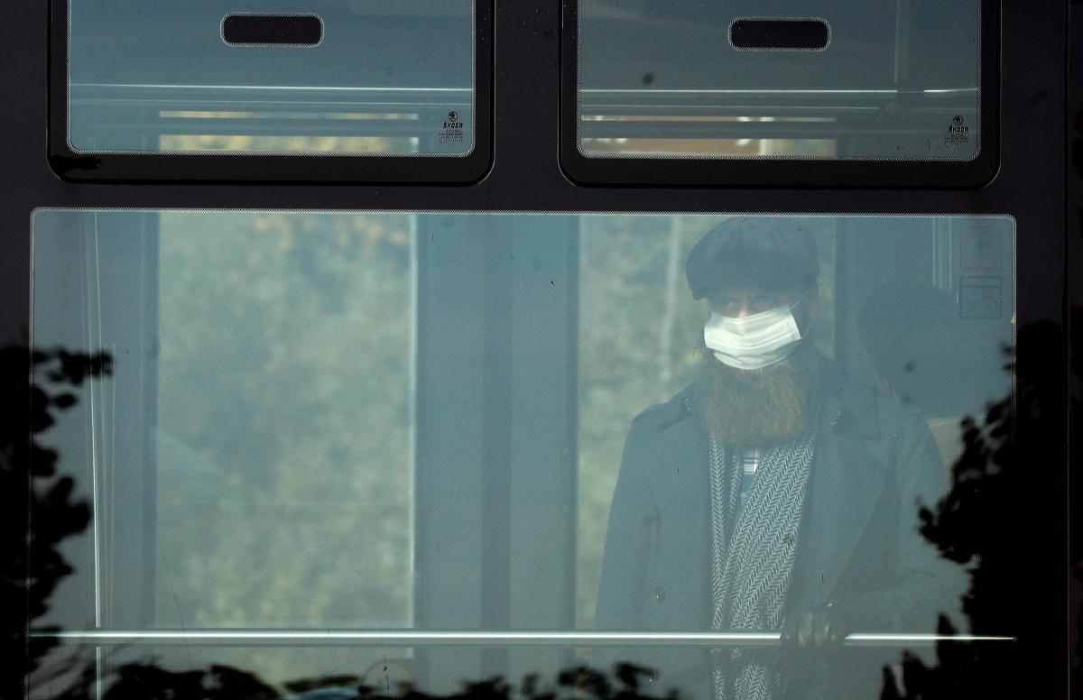 Даже переболев коронавирусом, выможете неоправиться отего последствий / фото REUTERS