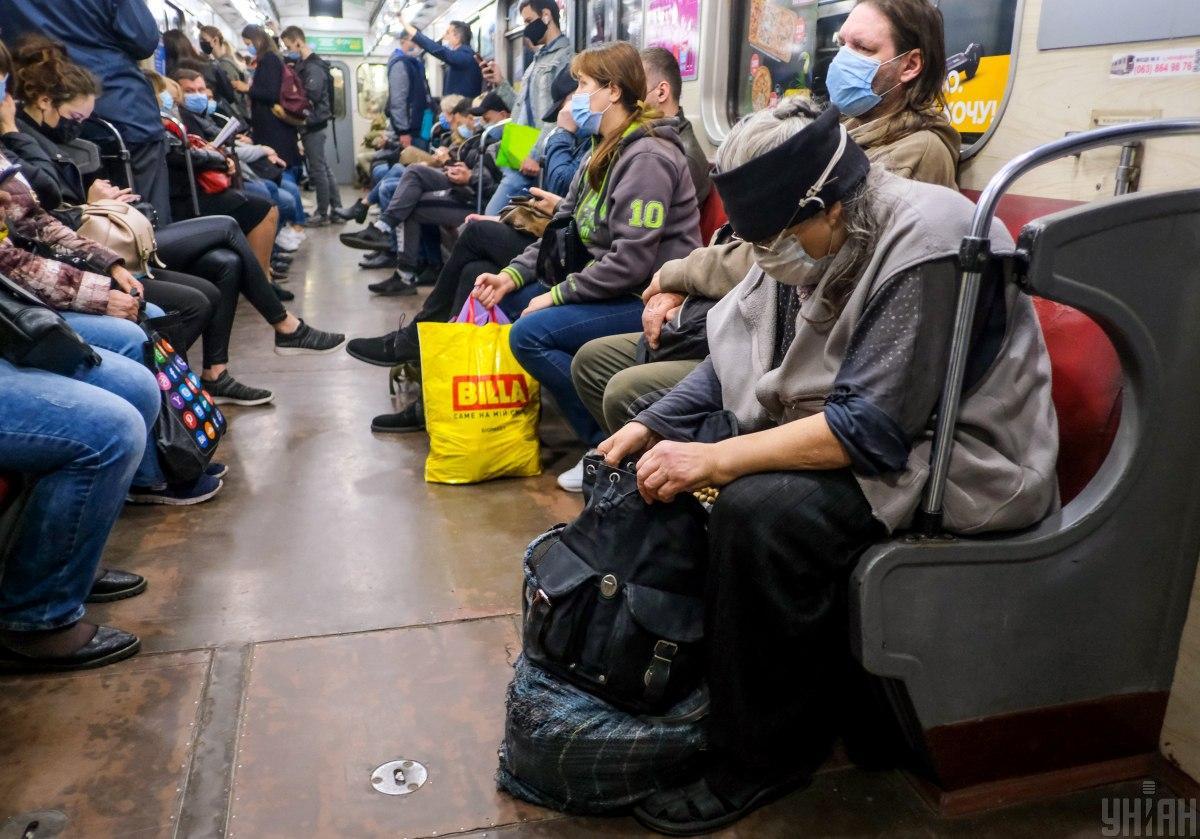 Карантин посилять, але транспорт не зупинять / Фото УНІАН