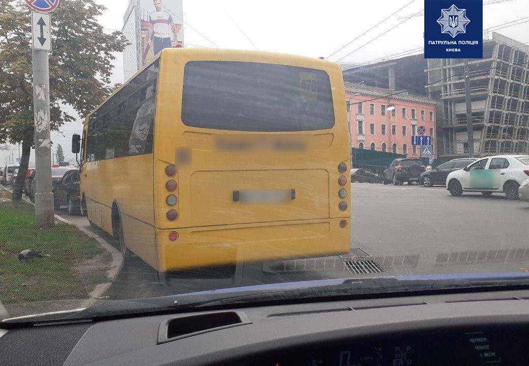 В салоне маршрутки находились пассажиры / фото патрульная полиция Киева/Facebook