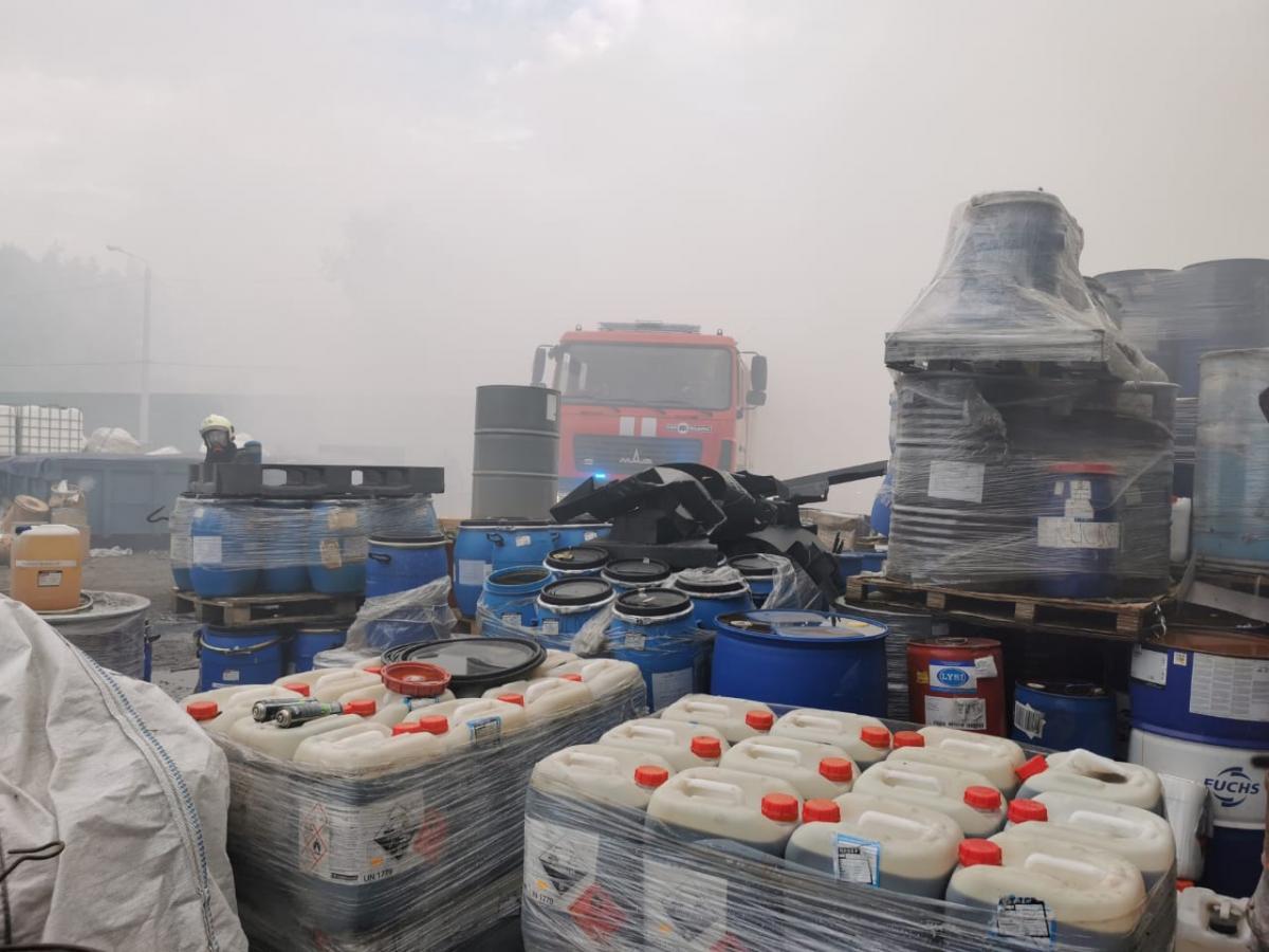 Наразі триває ліквідація пожежі / фото прес-служба ДСНС
