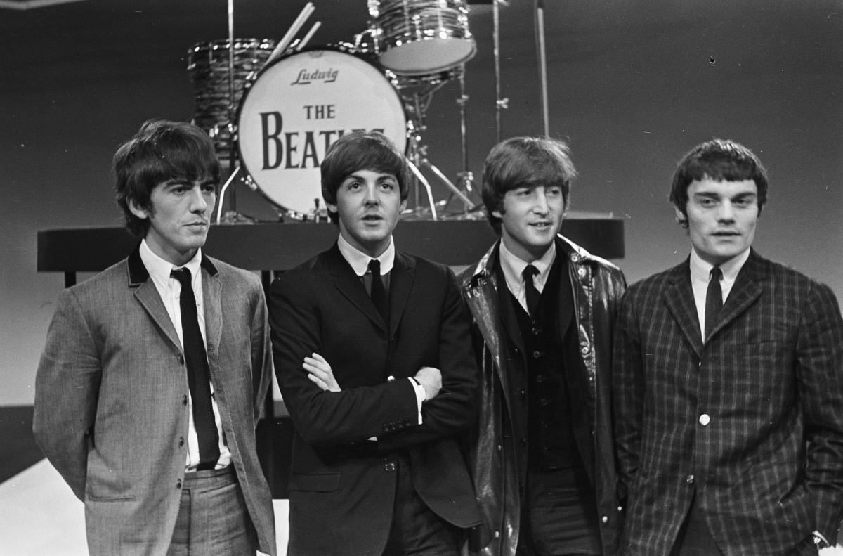 В 1965 году королева Елизавета наградила орденом Британской империи музыкантов The Beatles / фото wikipedia.org