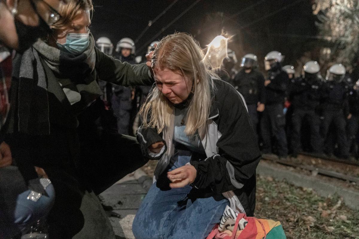 В Польше начались протесты из-за запрета абортов / фото REUTERS