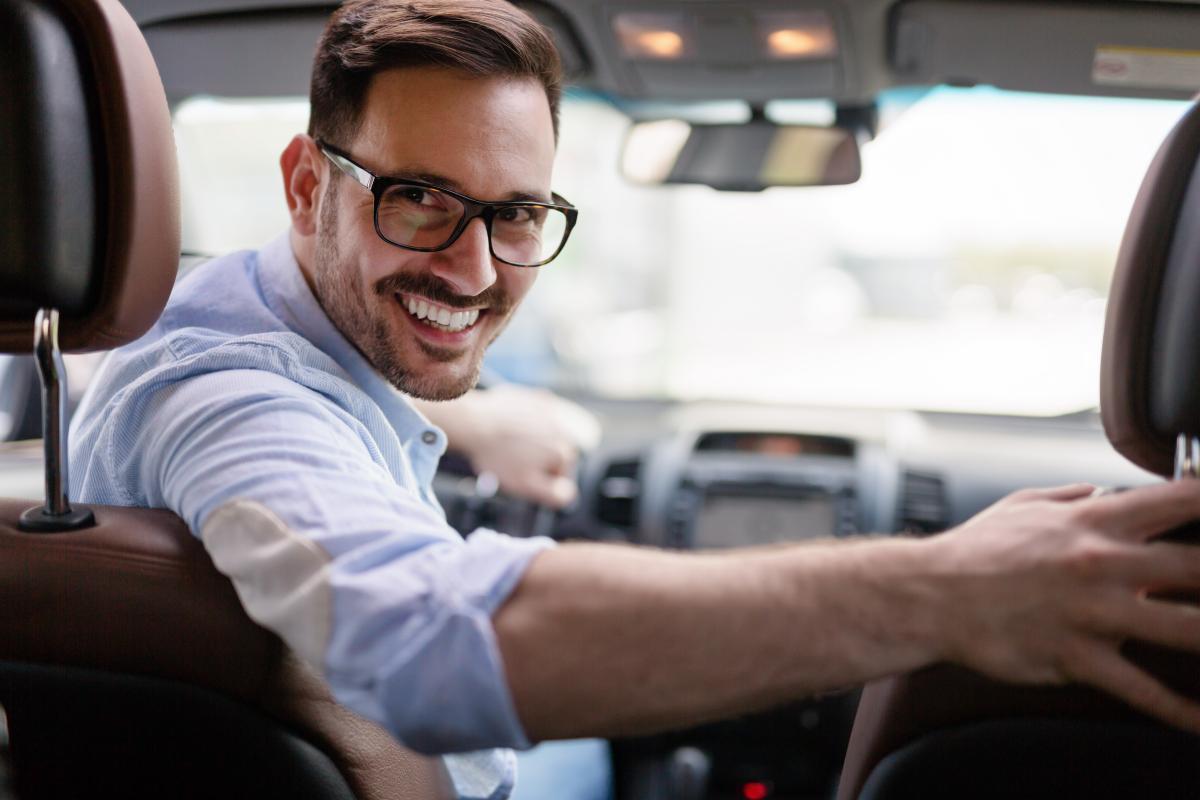 День автомобіліста і дорожника - привітання / фото ua.depositphotos.com