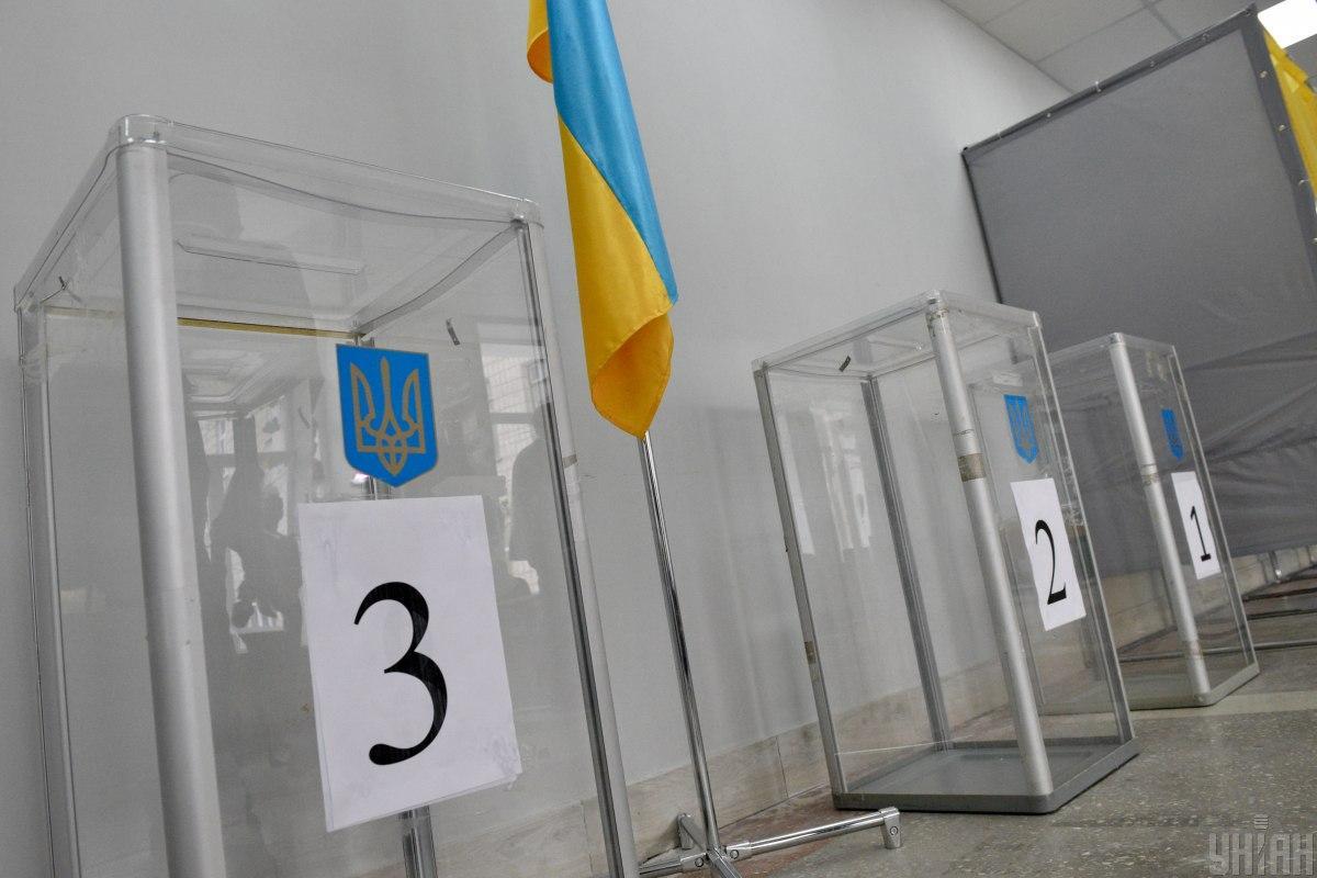 Всіх, хто перебував на дільниці, попросили покинути приміщення / фото УНІАН, Максим Поліщук
