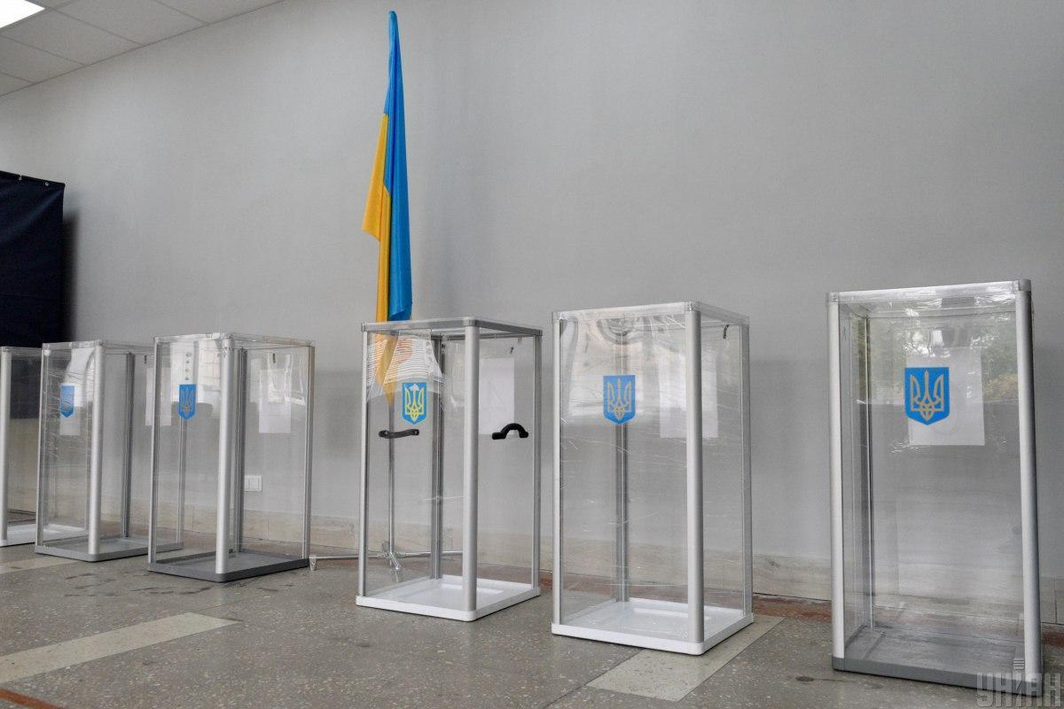 На вибори треба прийти з власною ручкою / фото УНІАН, Максим Поліщук