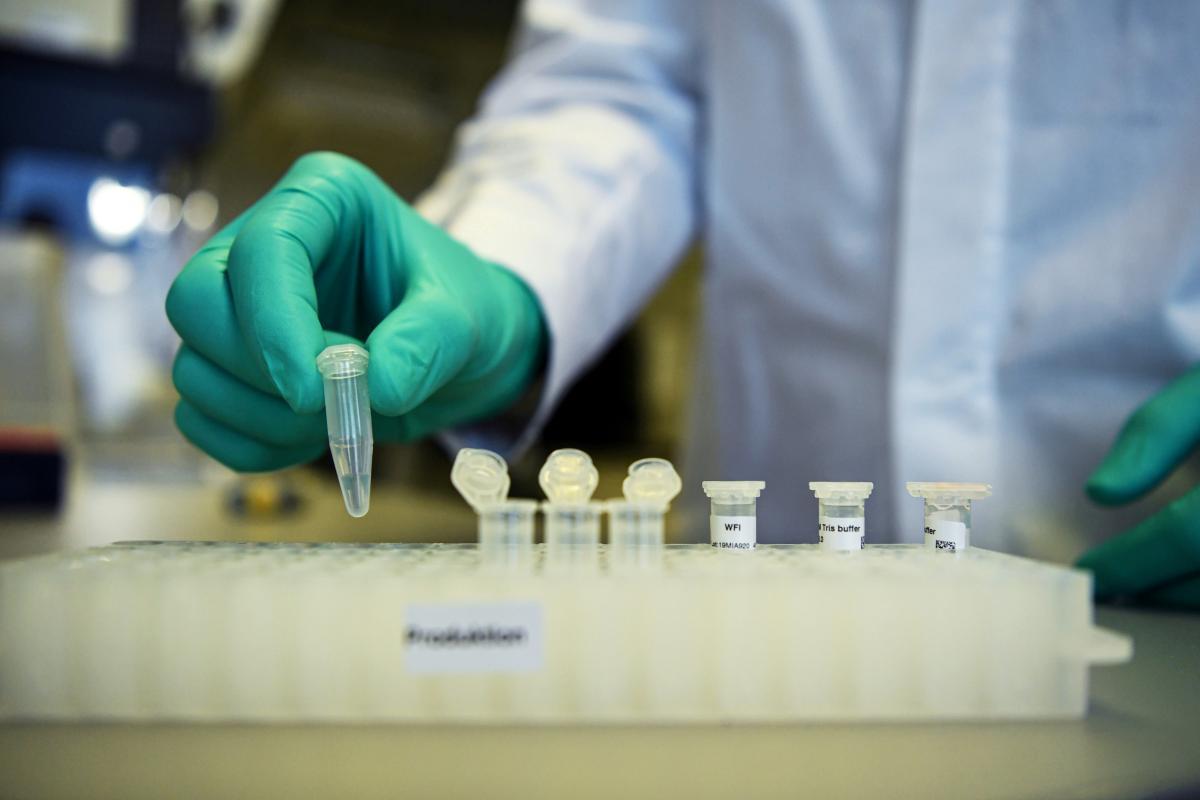 Украина ведет переговоры о вакцине из США / REUTERS