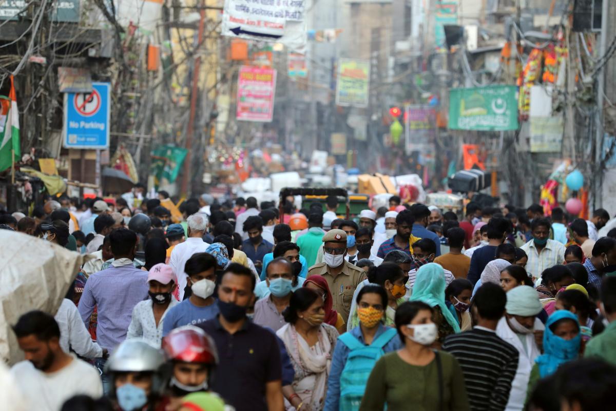 Около 60−70% населения должны иметь иммунитет для остановки пандемии/ фото REUTERS