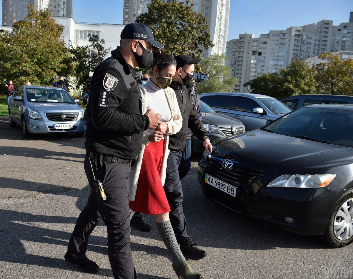 Активистку, которая обнажилась перед президентом, задержали / фото Максим Полищук, УНИАН