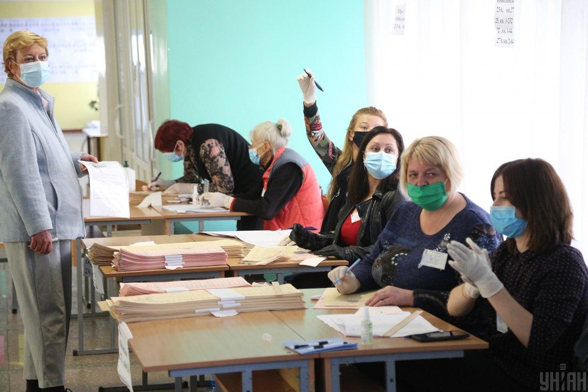Весь день в маске, конечно, сложно/ фото УНИАН