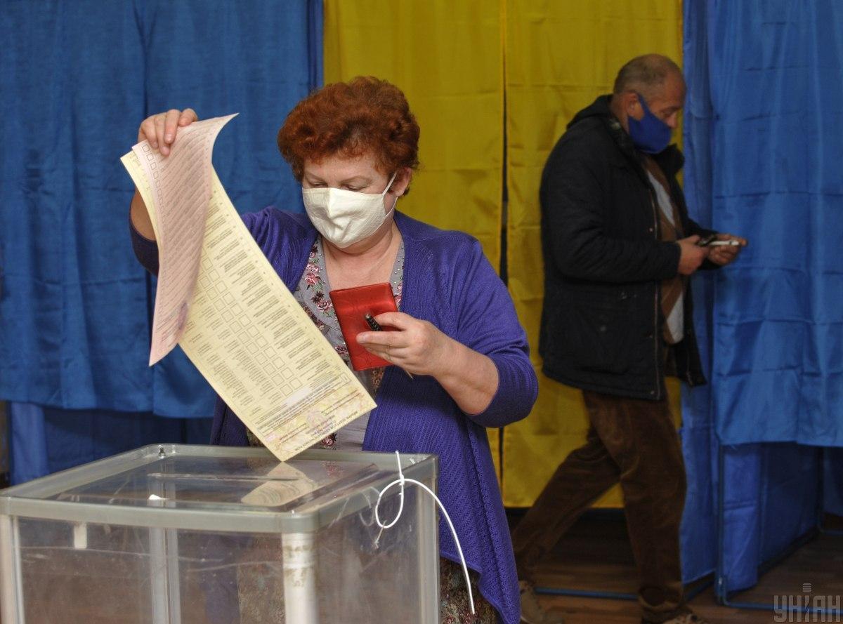 Переважна більшість виборчих дільницьвідкрилася вчасно \ фото УНІАН