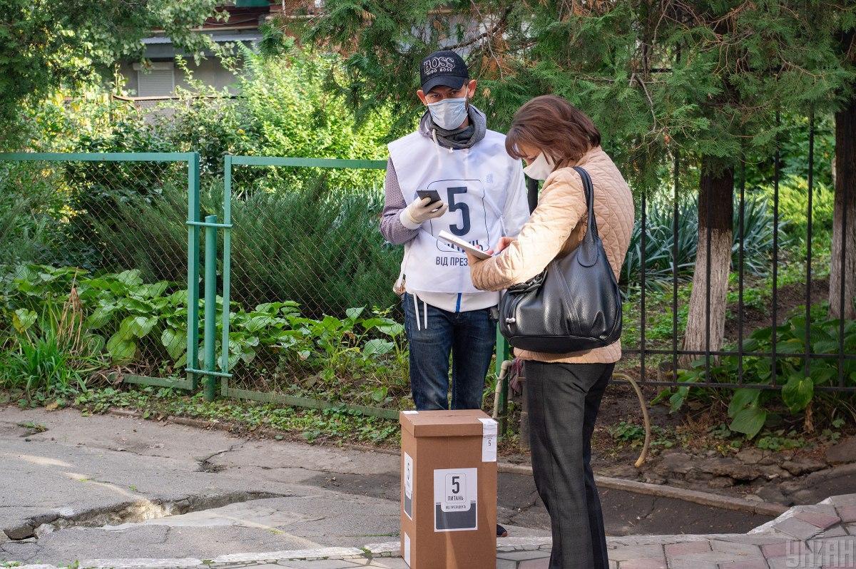 Ранее винтернете появились свидетельства участия несовершеннолетних в опросе/ фото УНИАН
