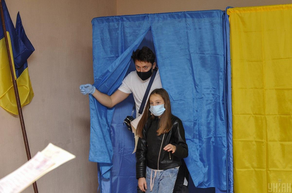 Процес голосування на дільниці затягнувся / фото УНІАН