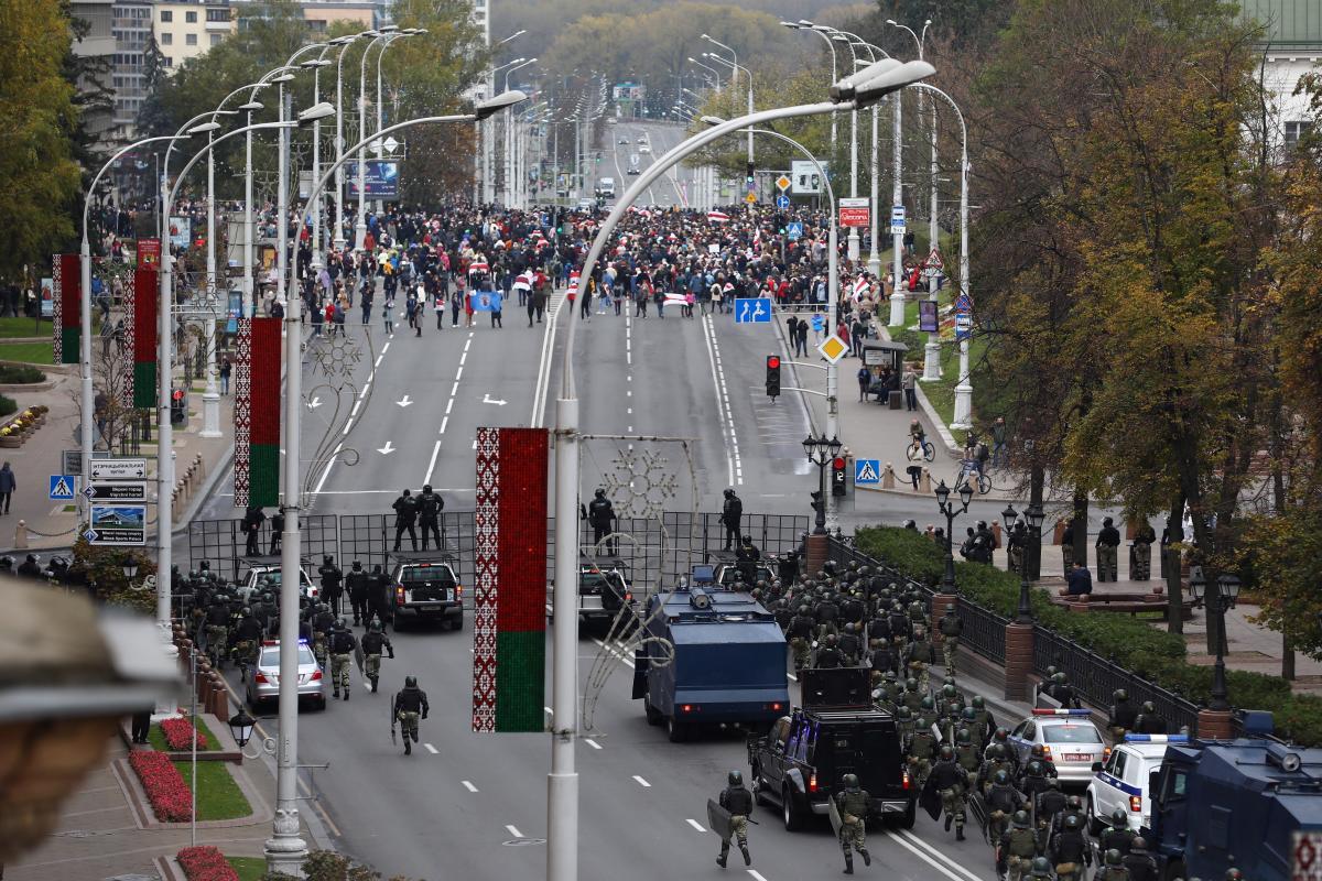 У Мінську люди вийшли на Марш проти Лукашенка / фото REUTERS