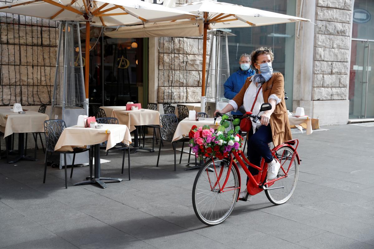 Итальянцам советуют не выходить из дома без надобности / фото REUTERS