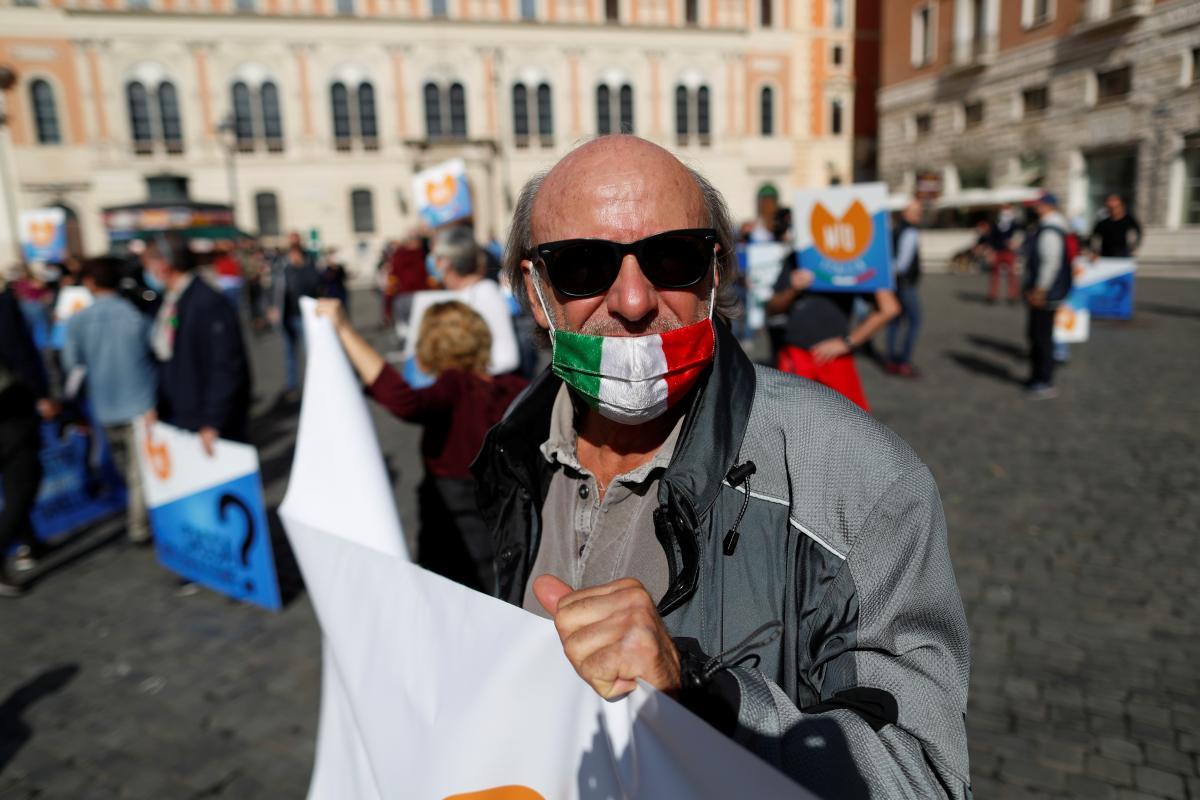 В Риме активно протестуют против карантинных ограничений / фото REUTERS
