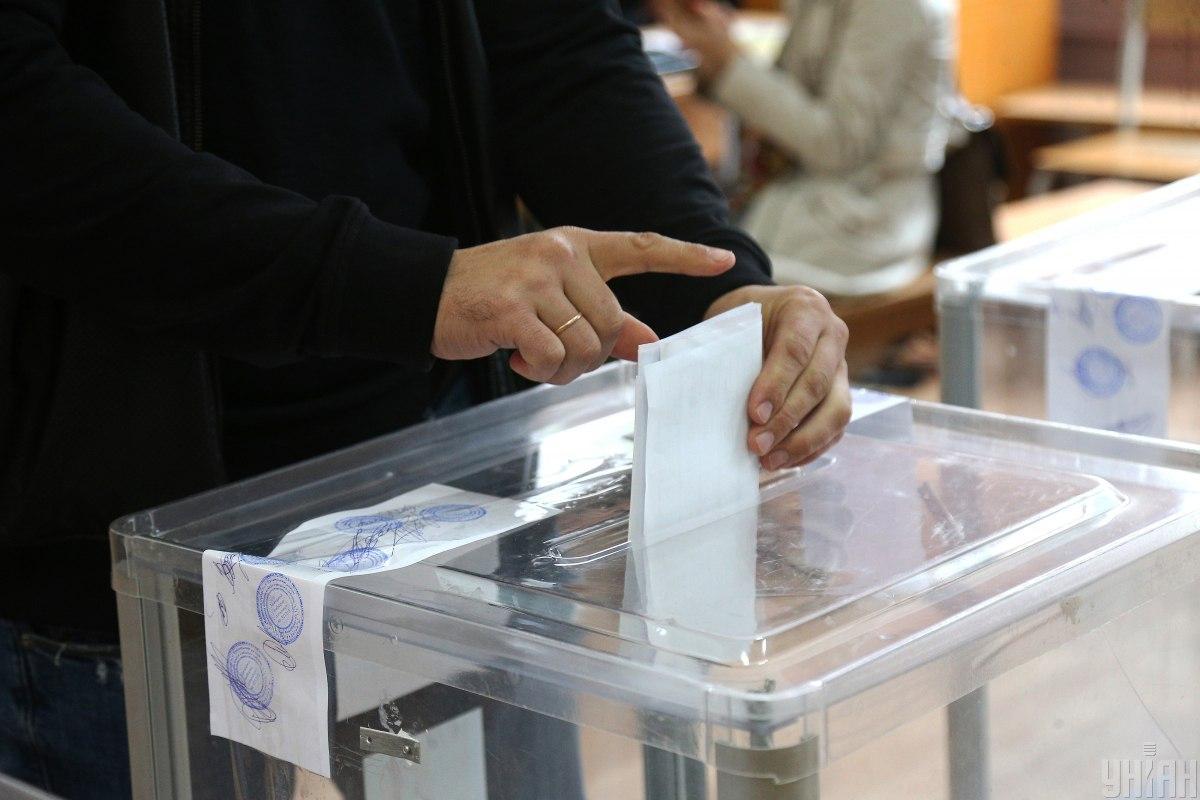 """Представители """"Нашего края"""" победили на выборах глав в многочисленных громадах / фото УНИАН"""