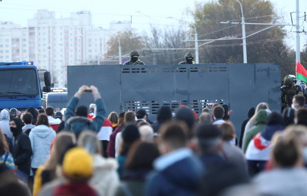 У Білорусі розпочалися масштабні страйки, робітників затримують: відео / REUTERS