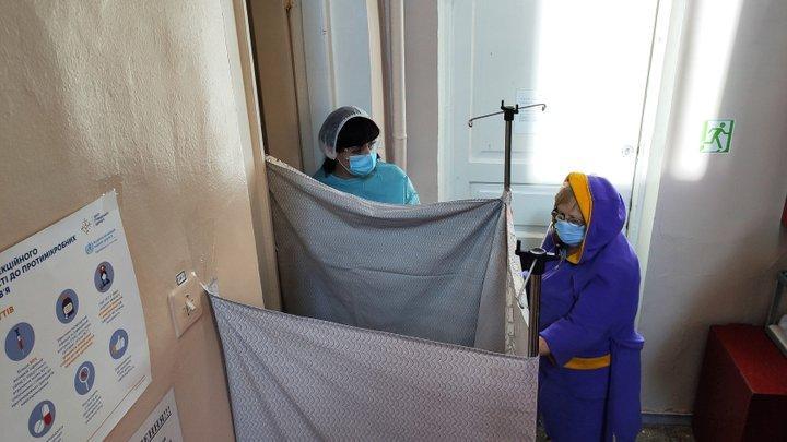 Імпровізовані кабінки для голосування в Бахмутській лікарні / фото Вільне Радіо