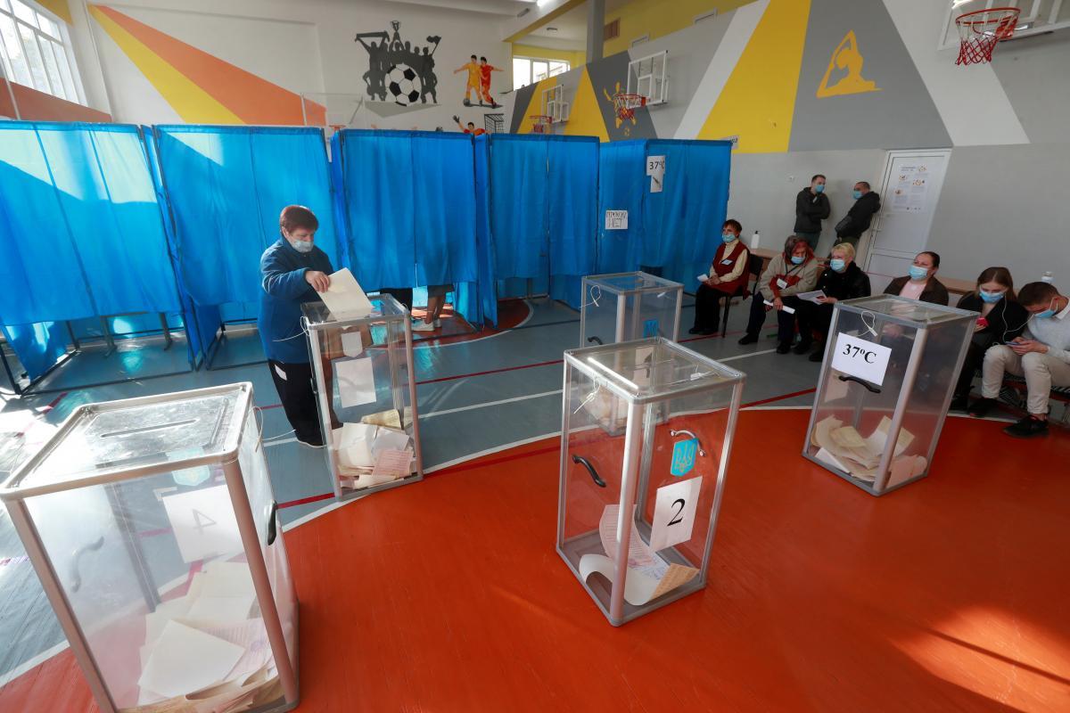25 октября в Украине состоялись местные выборы / фото REUTERS
