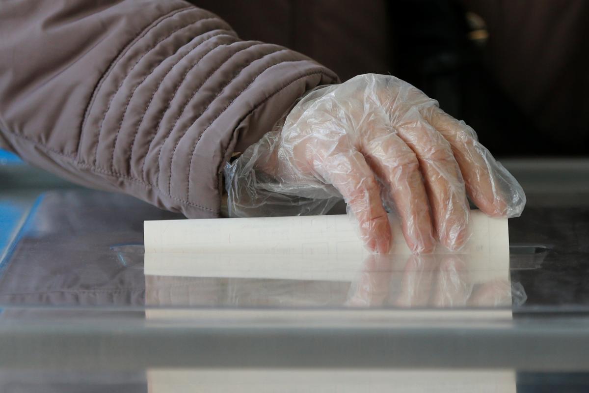 В нескольких городах Украины сегодня проходят выборы / REUTERS