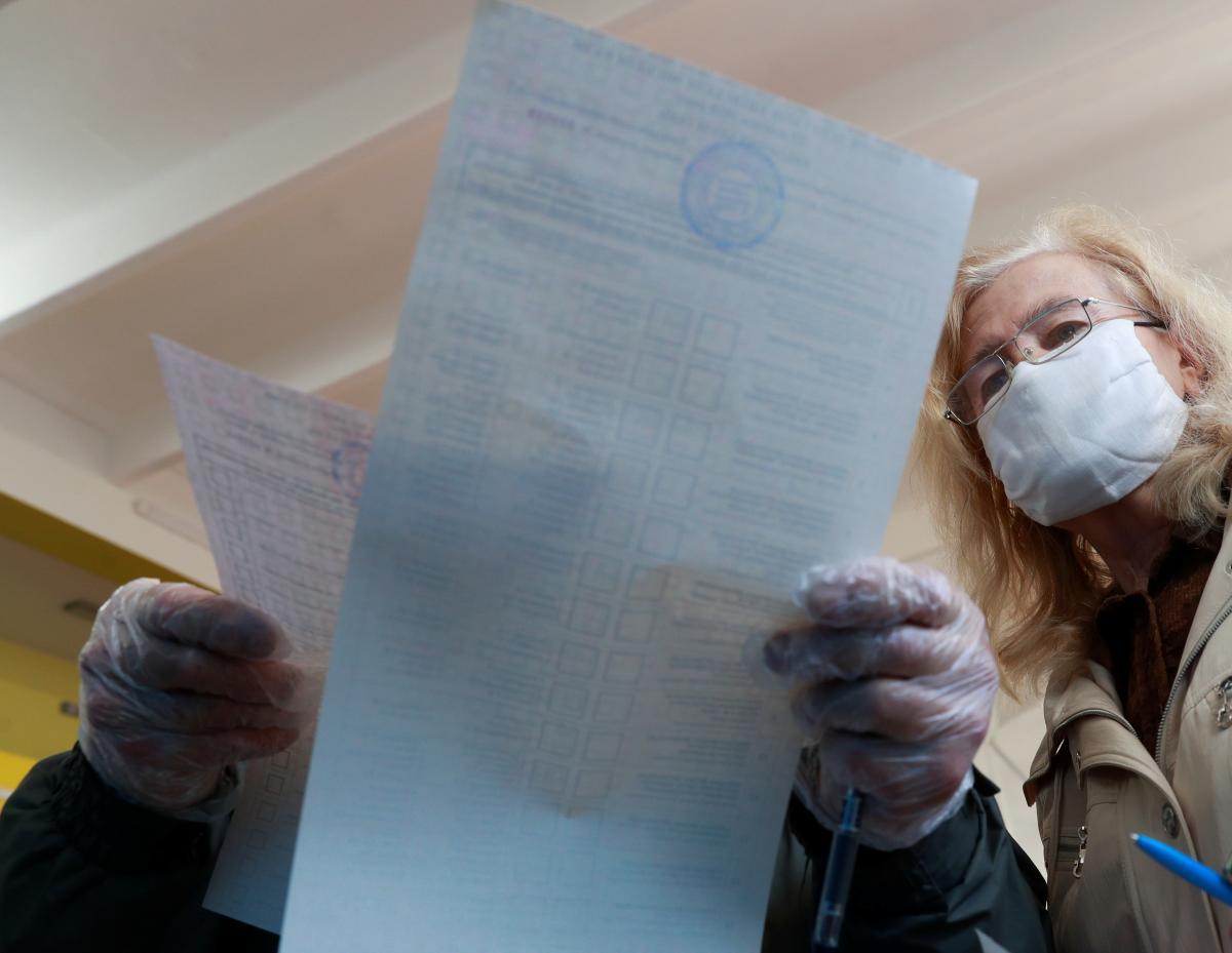 Валерій Баранов набрав 51,42% голосів, а Олександр Свідло – 48,56%/ фото REUTERS