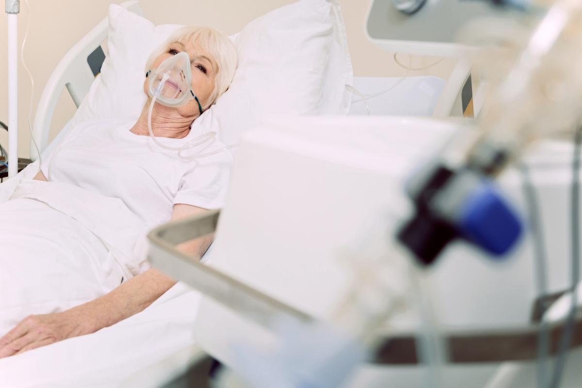 В марте 2021 года от пневмоний умерли 218 пациентов львовских медучреждений / фото ua.depositphotos.com