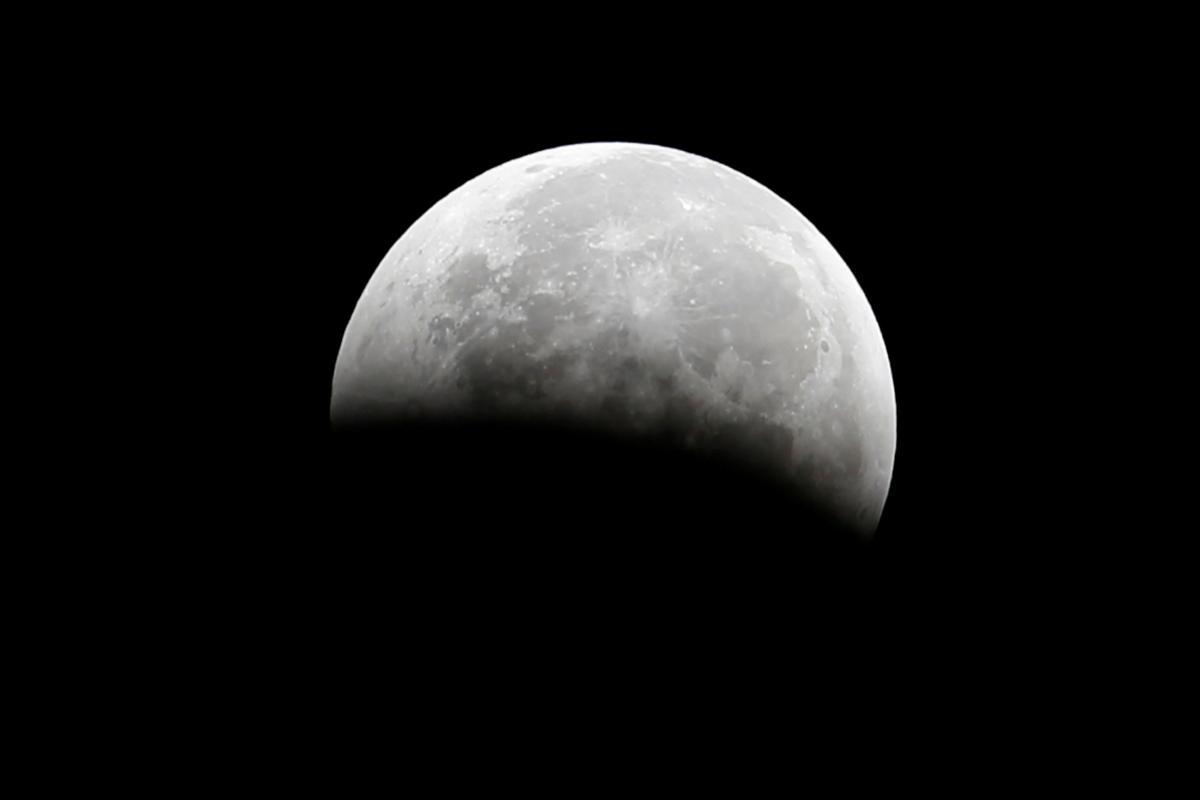 Черная Луна – это фиктивная точка, апогей лунной орбиты / фото REUTERS
