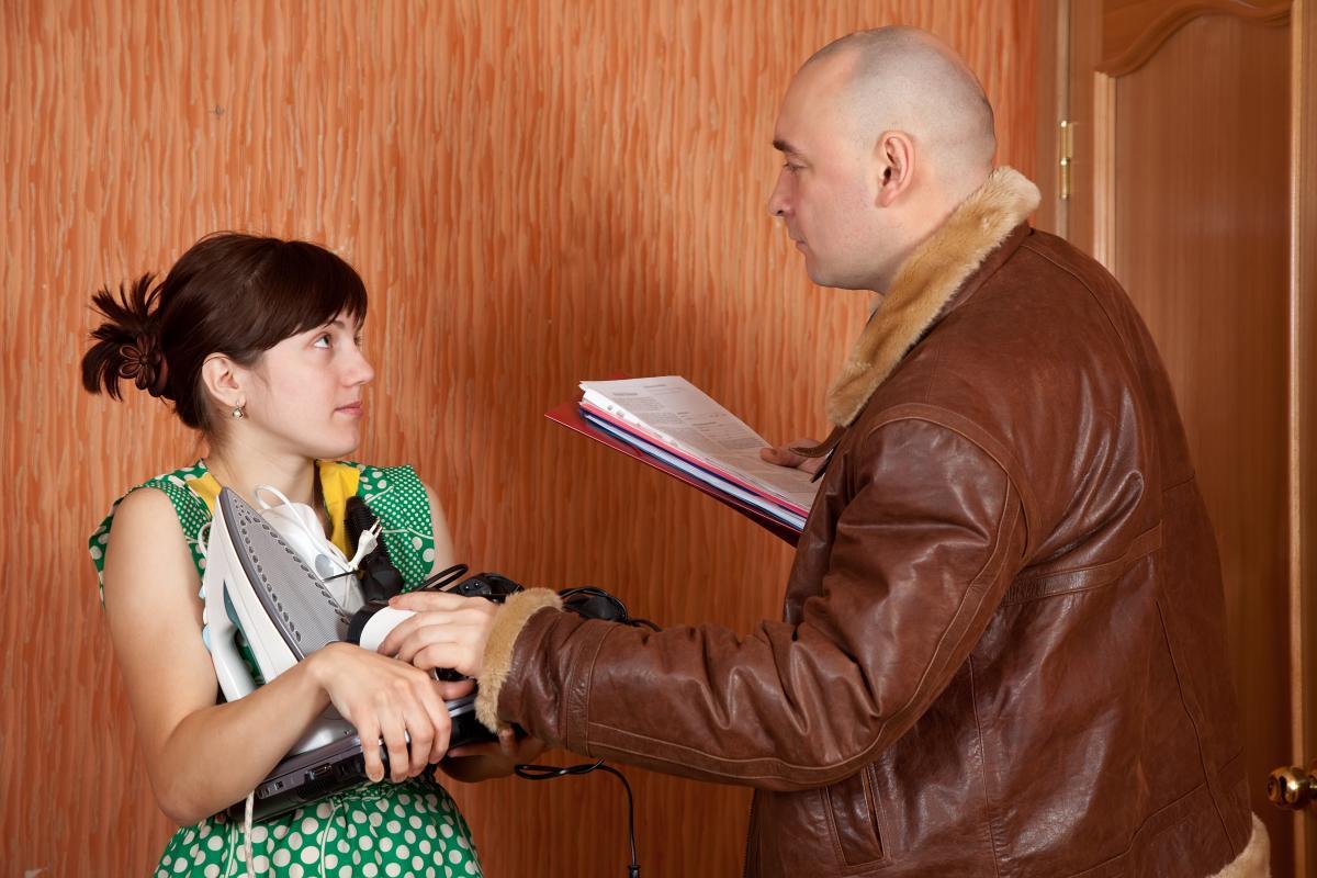 Представитель коллекторской компании при общении сдолжником должен будет сообщать свою фамилию иимя / фото ua.depositphotos.com