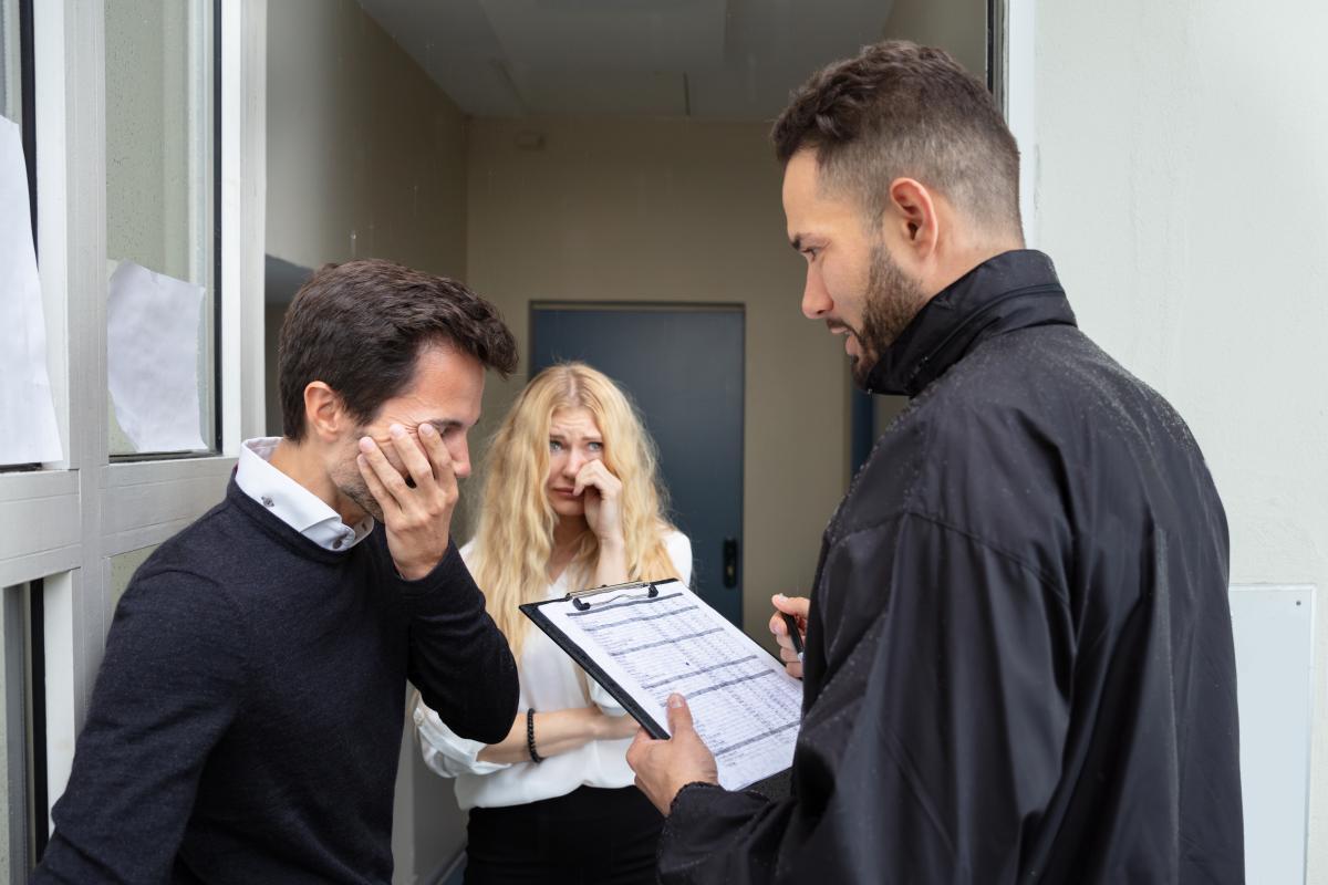 Колекторів зобов'язали бути чемними при вибиванні кредитних боргів \ фото ua.depositphotos.com