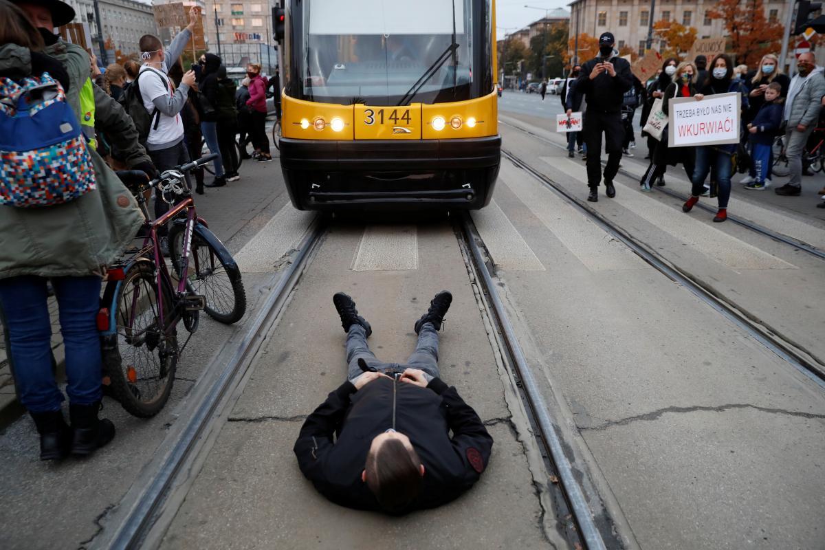 У Польщі протестувальники заблокували низку доріг через заборону абортів