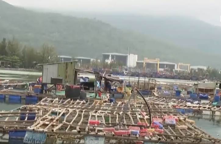 У В'єтнамі через руйнівний тайфун масово евакуюють людей