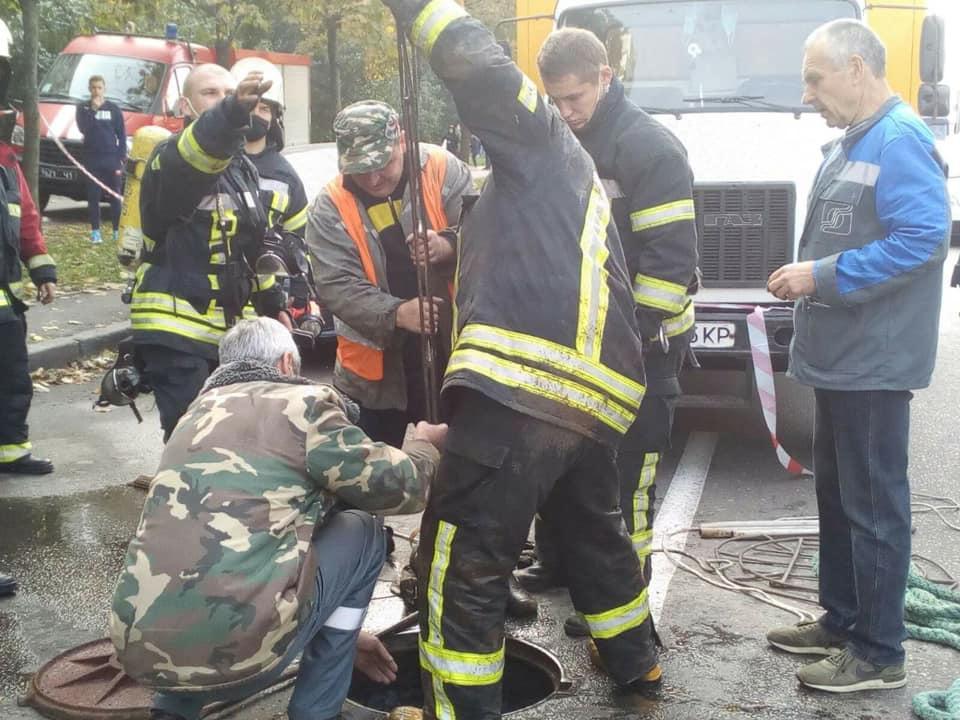 В Киеве на коллекторе прогремел взрыв / фото facebook.com/DSNSKyiv