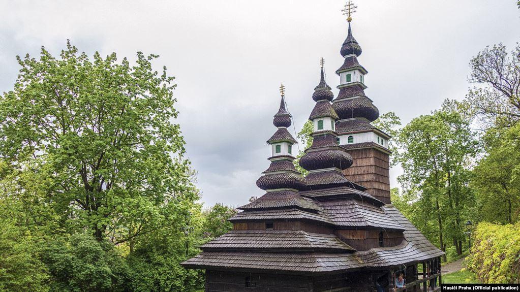 Церковь была возведена во второй половине 17 века в селе Великие Лучки, что неподалеку от Мукачево / фото hasici praha