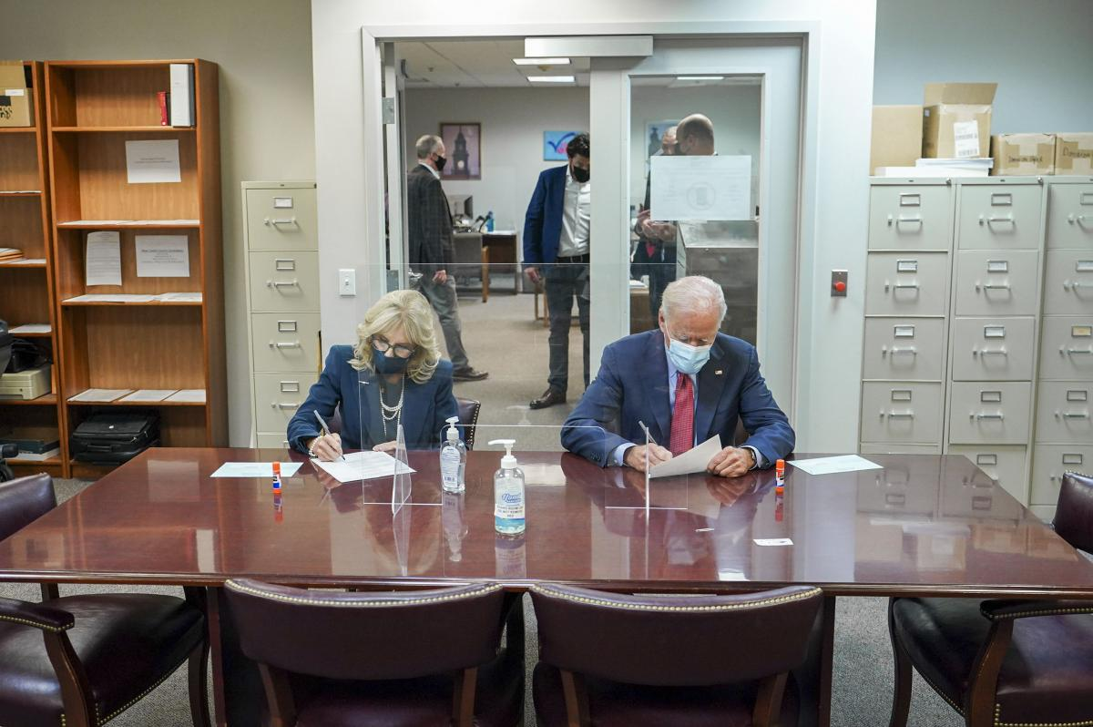 Байден голосовал вместе с супругой Джилл/ фото Джо Байден/Twitter