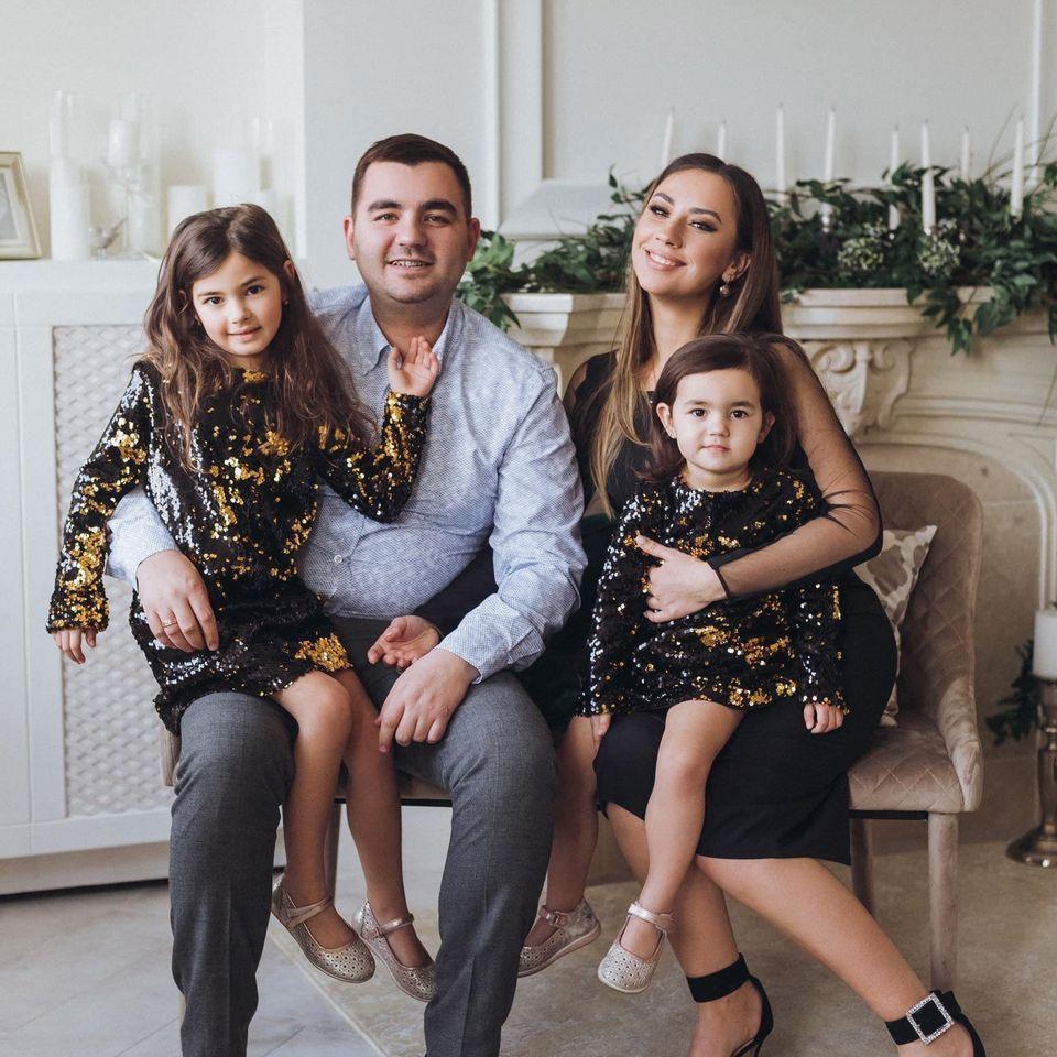 Олег Кулиняк с женой и дочерьми / фото facebook.com/m.oliyarnyk